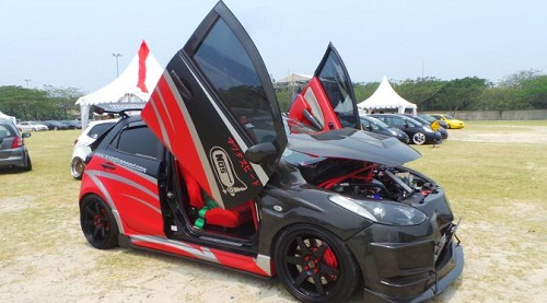 Modifikasi Mobil Mazda 2 Hatchback Street Racing